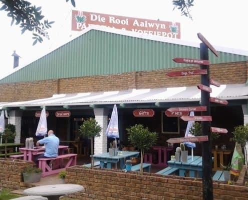 Die Rooi Aalwyn Padstal en Koffiepot