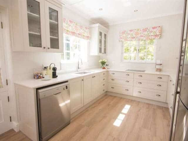 Exquisite Cottage20 Kitchen & Dining