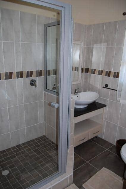 Mosselbos Loerie Bathroom